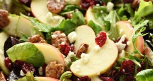Holiday Honeycrisp Salad ~ full of flavor and texture, this gorgeous salad is lo...